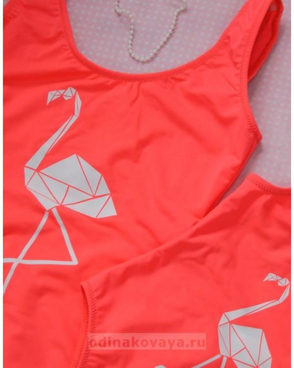 Одинаковые коралловые купальники для мамы и дочки с белым Фламинго