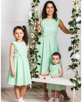 Комплект платьев для мамы и дочки family look Ромашки М-2033
