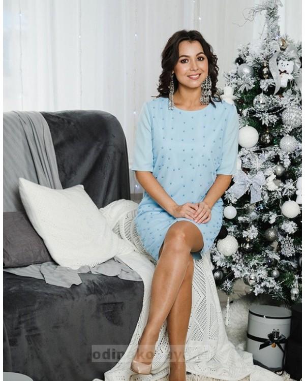 Коктейльное платье Бусинки PLUS М-2049 цвет голубой