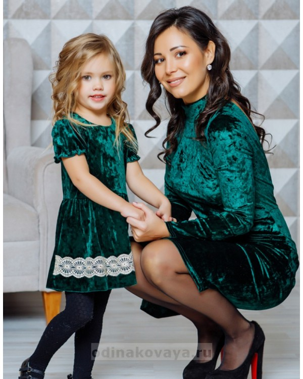 Комплект бархатных платьев в одном стиле для мамы и дочки Гламур М-2111