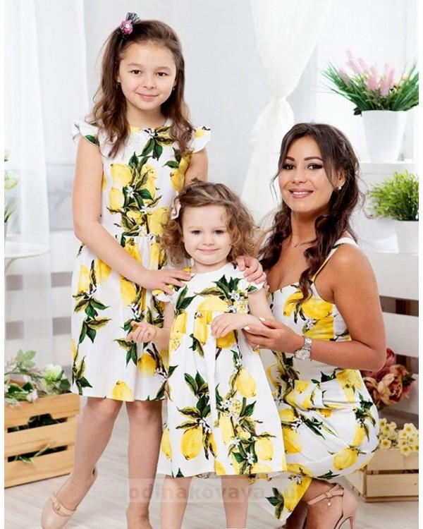 Комплект летних платьев в стиле Family Look для мамы и дочки Тропиканка М-2066 цвет желтый